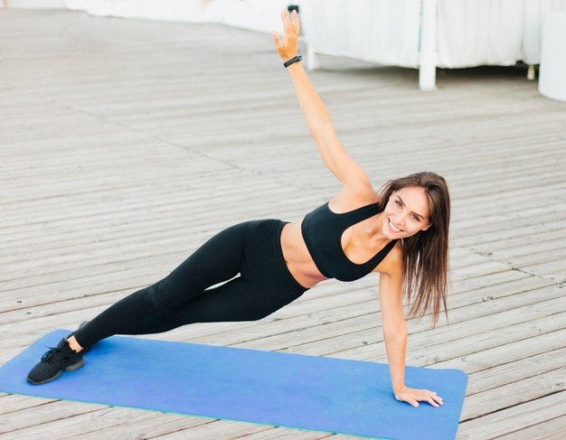 Young fit woman doing side plank mat 175682 6382 - wondercise | online fitness academy | official website